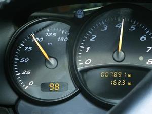 Hur man återställer olja ljuset i en 2006 Pontiac
