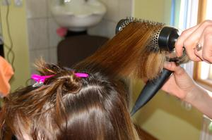 De bästa frisyrer för kvinnor med ovala eller runda ansikten