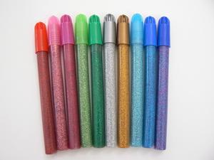 Hur att dekorera en tröja med Glitter pennor