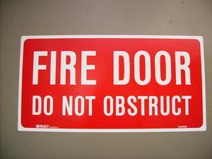 Branddörr skyltning förordningar