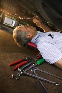 Hur man byter bränslefilter i en ford e350