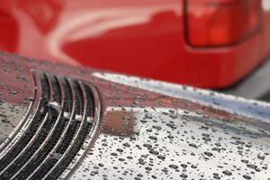Hur man använder flytande glas Bilvård