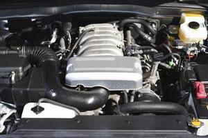 Hur man byter grenröret på en 2002-2005 Chevy Trailblazer EXT 4,2 L