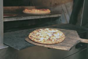 Hur man bygger en koleldade pizzaugn