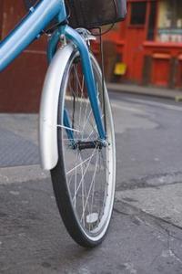 Hur till beräkna fart baserat på hjulet hastighet & däck diameter