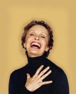 Hur man använder smink för att täcka skratt linjer