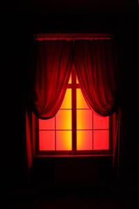 Den bästa gardiner & draperier att hålla solen & UV värme ur ett hus