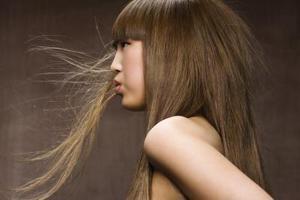 Berömda frisyrer med Frans för flickor