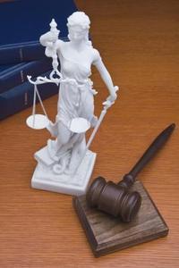 Hur man skriver ett tecken referens brev till domare för en vän innan hans domen