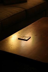 Hur att reparera märken på ett bord av trä