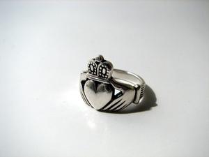 Vad en Claddagh Ring symbolisera?