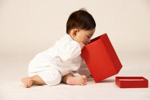 Sätt att stimulera Infant nyfikenhet för kognitiv utveckling