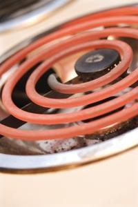 Det enklaste sättet att rengöra en elektrisk spis dropptråg
