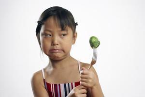 Hur man lura dina barn att äta kött och grönsaker