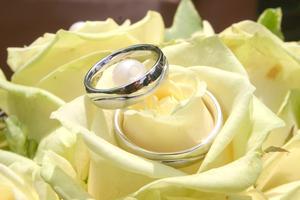 Ätbara bröllop inbjudan idéer