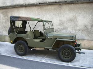 Det korrekta sättet att rotera däck på en jeep