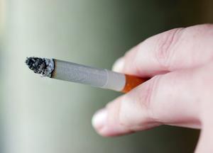 Hur man rengör cigarettrök fläckar på en vägg