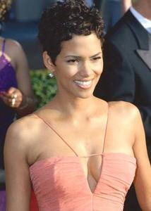 Söta frisyr för kort hår på svarta kvinnor