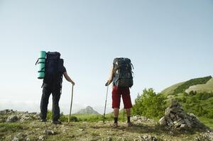 Hur man bär neopren strumpor medan vandring