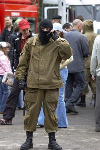 Hur man kan stoppa in byxorna i dina byxor militär stil