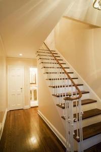 Hur man färga & avsluta en trä trappa