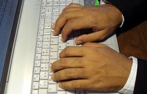 Hur man gör & bort stora bokstäver i Word Pad