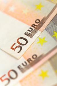 Hur man skickar en bank check i euro