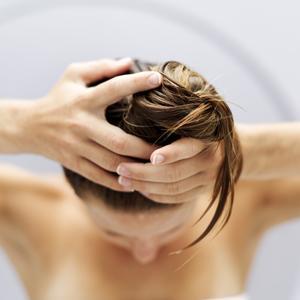 Hur man gör en hemmagjord hårinpackning