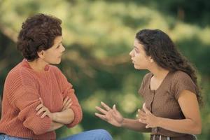 Hur man talar med en arg tonåring