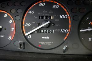 Hur man byter en hastighetsmätare kabel på en 1992 Ford Explorer