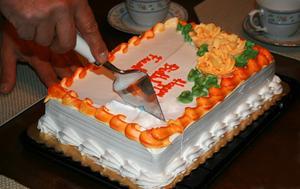Hur man håller en hemmagjord tårta fräsch i kylskåp