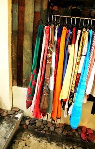 Hur man gör en hängande rack för kläder