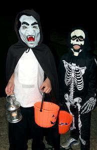 Olika Halloween kostymer för barn