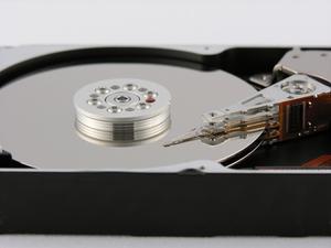 Hur man installerar en hårddisk i en Acer Aspire