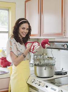 Hur man använder foodsaver för att täta burkar