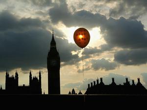 Varför en heliumballong stiger?