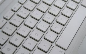 Hur du ansluter en MacBook till en iPhone Bluetooth