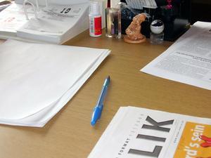 Hur du gör din egen anpassade skåp & skrivbord
