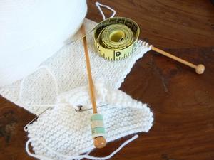 Instruktioner för hur man stickar en Raglan rulla hals tröja