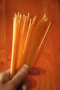 Hur man gör en stark Spaghetti bro