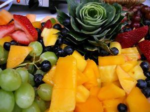 Hur man kan ordna färsk frukt för en mottagning