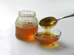 Hur man använder honung som vax för hårborttagning