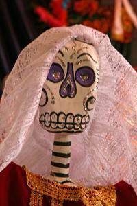 Hur man gör ett skelett av papper Mache