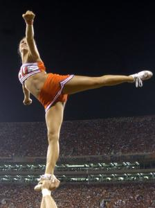 Hur man tränar för ett Aerobesque i Cheerleading