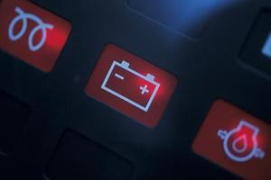 Hur man återställer det Check Engine ljuset i en Dodge Avenger