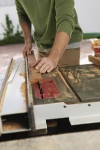 Hur man gör en hemmagjord Tablesaw Rip staket