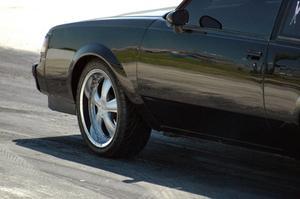Vilka är fördelarna och nackdelarna av leasing bil kontra köpa?
