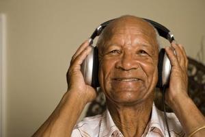 Hur man titta på TV med hörlurar och Auto ljudet av