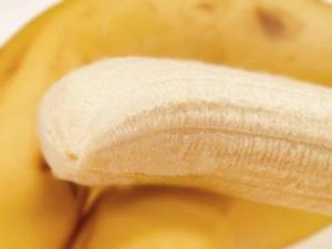 Hur man håller skalade bananer från roterande brown