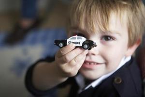Hur man gör en låtsas polisbil för barn